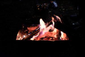 キャンプは焚き火