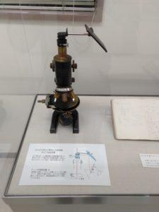 顕微鏡と鏡