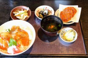 雑魚や紀洋丸にてべっこう丼セット